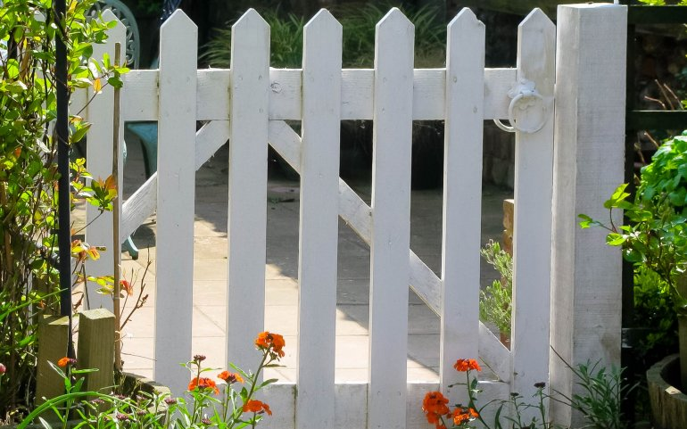 What Mel Did - Seacroft white picket fence